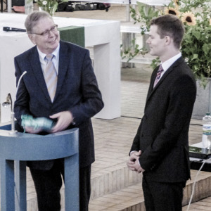Preisübergabe durch Herrn Dr. Höppner an den Jahrgangsbesten Hannes Kohlsaat
